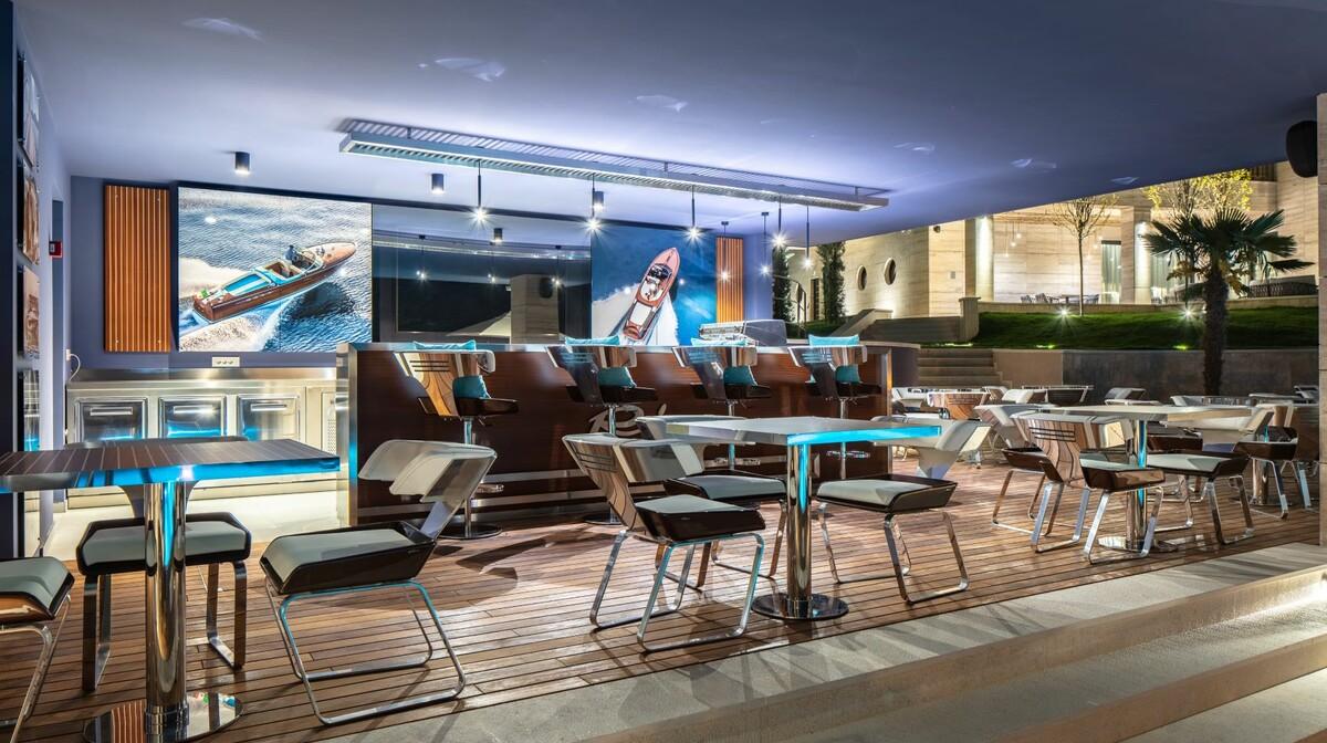 Hotel Ikador, Riva Lounge pool bar