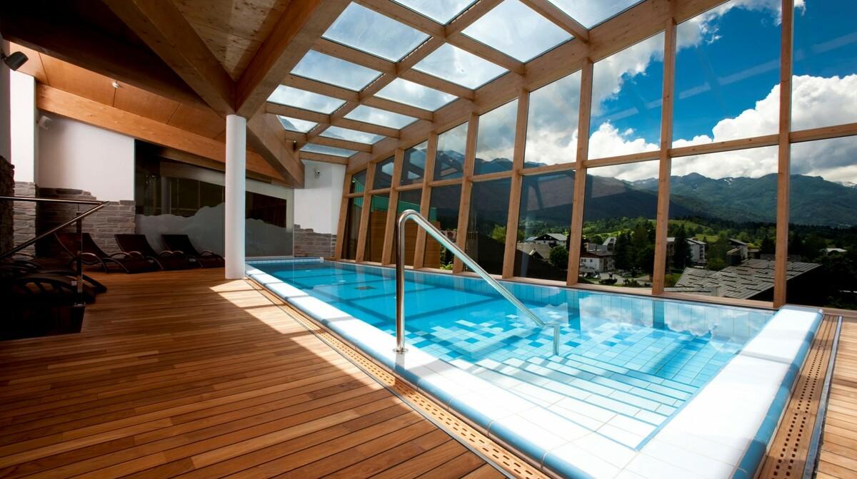 Wellnes u Sloveniji, Bohinj Park ECO Hotel exclussive wellness, unutarnji bazen sa pogledom