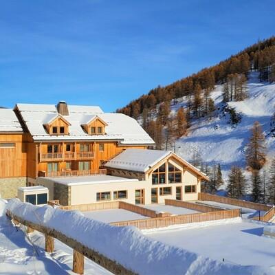 Skijanje u Francuskoj, Vars, Apartmani Les Chalets Des Rennes, izvana.
