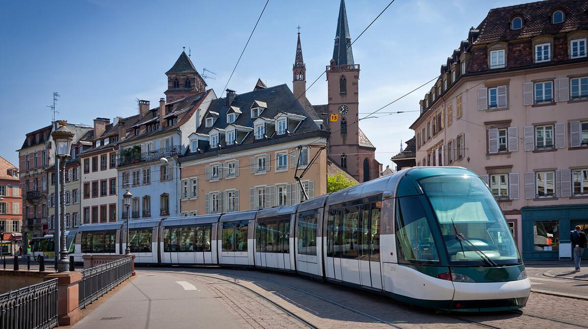 Moderni tramvaj, putovanje Pariz autobusom