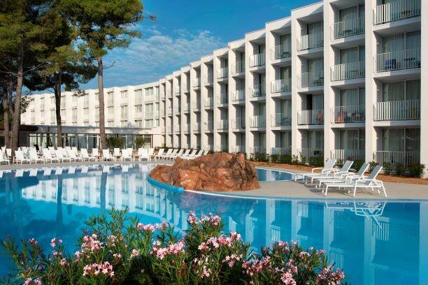 Solaris, Hotel Jakov