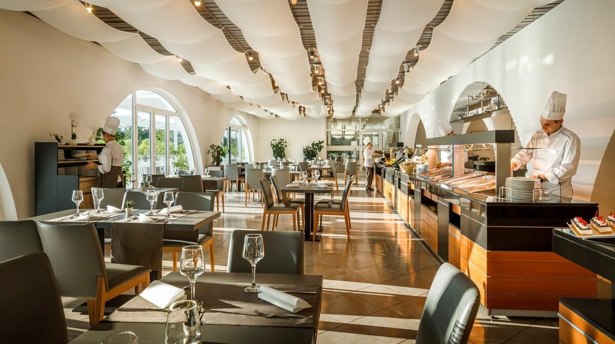 Restoran hotela Aminess Mangal u Njivicama, mondo travel