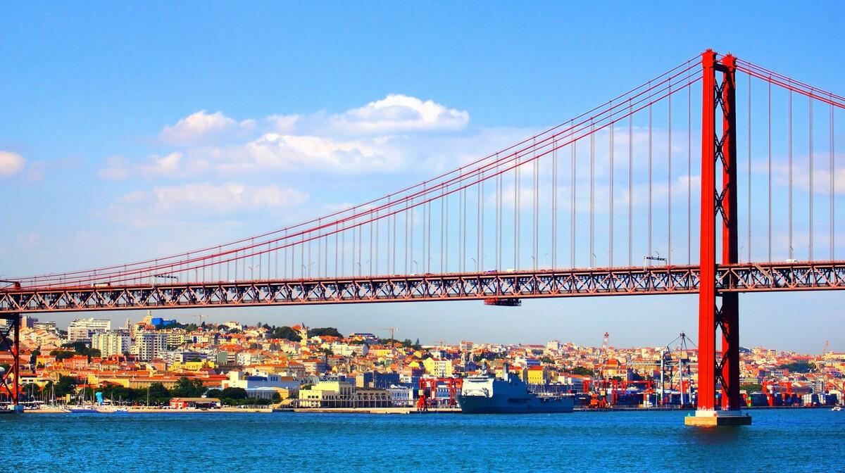 Crveni most 25. Travnja u Lisabonu, potovanje u Portugal