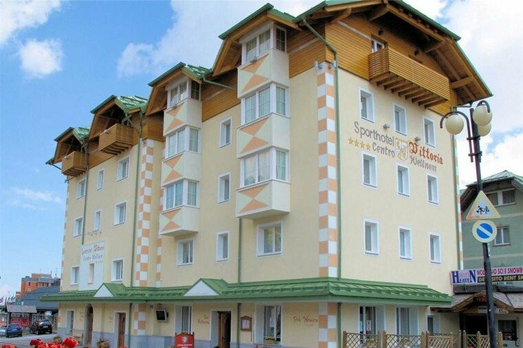 Skijanje u Italiji, skijalište Passo Tonale, Sport hotel Vittoria, pogled izvana