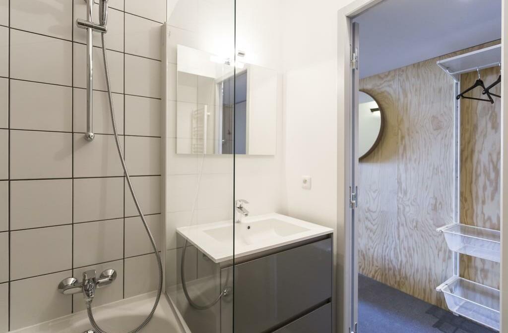 Skijanje u Francuskoj, Les Arcs 2000. Apartmani Le Varet, kupaona.