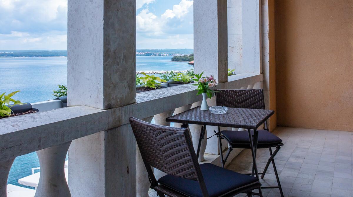 Balkon sobe u Depandansi Neptun na Brijunima.