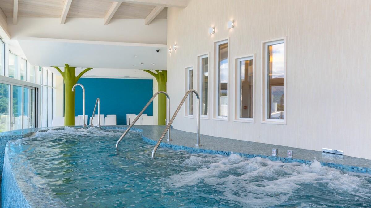 Unutarnji  bazen hotela Lafodia Sea Beach.