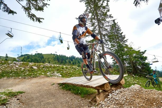 Planina Krvavec, biciklizam u šumi