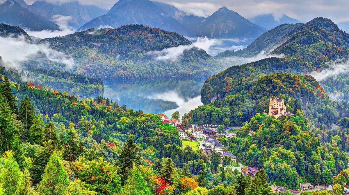 panoramski pogled na dvorac Hohenschwangau, autobusna putovanja, Mondo travel, europska putovanja