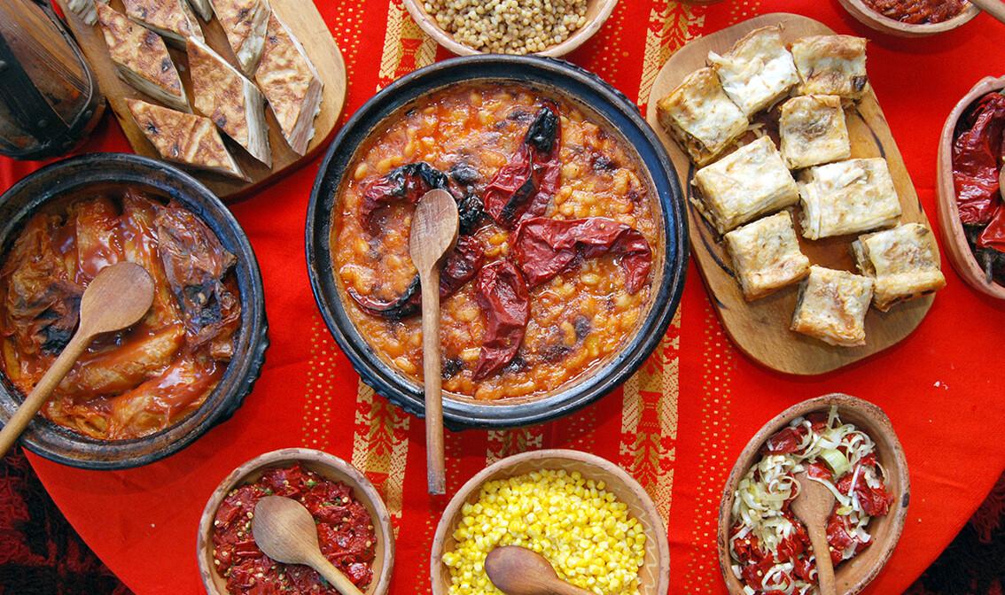 tradicionalna hrana s mnoštvom povrća, autobusna putovanja, Mondo travel, europska putovanja