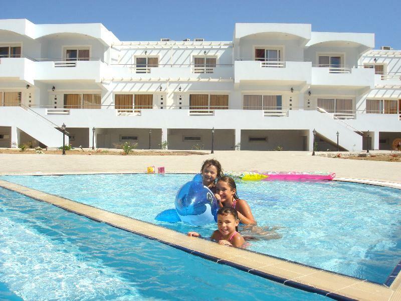 Karpatos, zrakoplovom, Aparthotel Royal Beach, bazen