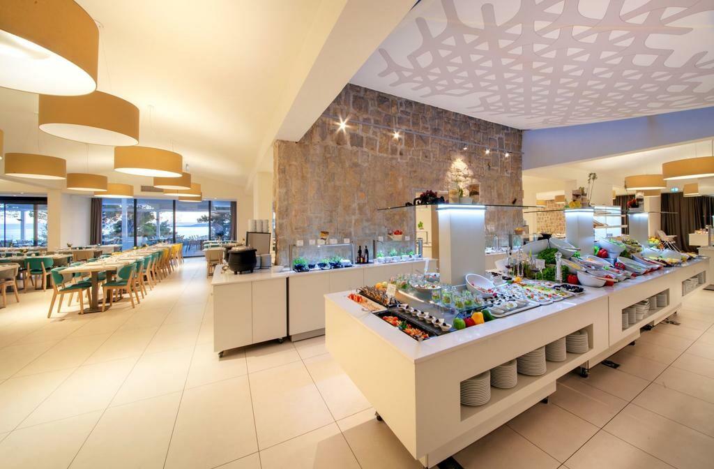 Buffet hotelski restoran luksuznog hotela Berulia beach, mondo travel