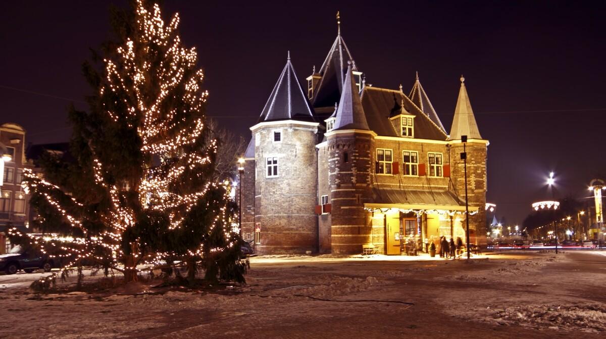 Okićeni bor na Novom trgu, putovanje Advent u Amsterdamu