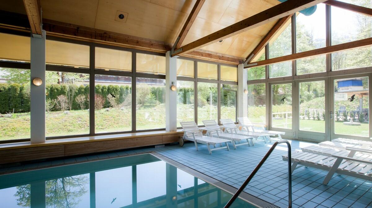 Skijanje i wellness u Sloveniji, Bohinj Hotel Jezero, unutarnji bazen sa pogledom van