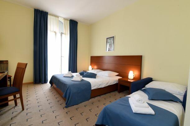Lovran, Hotel Lovran, trokrevetna soba