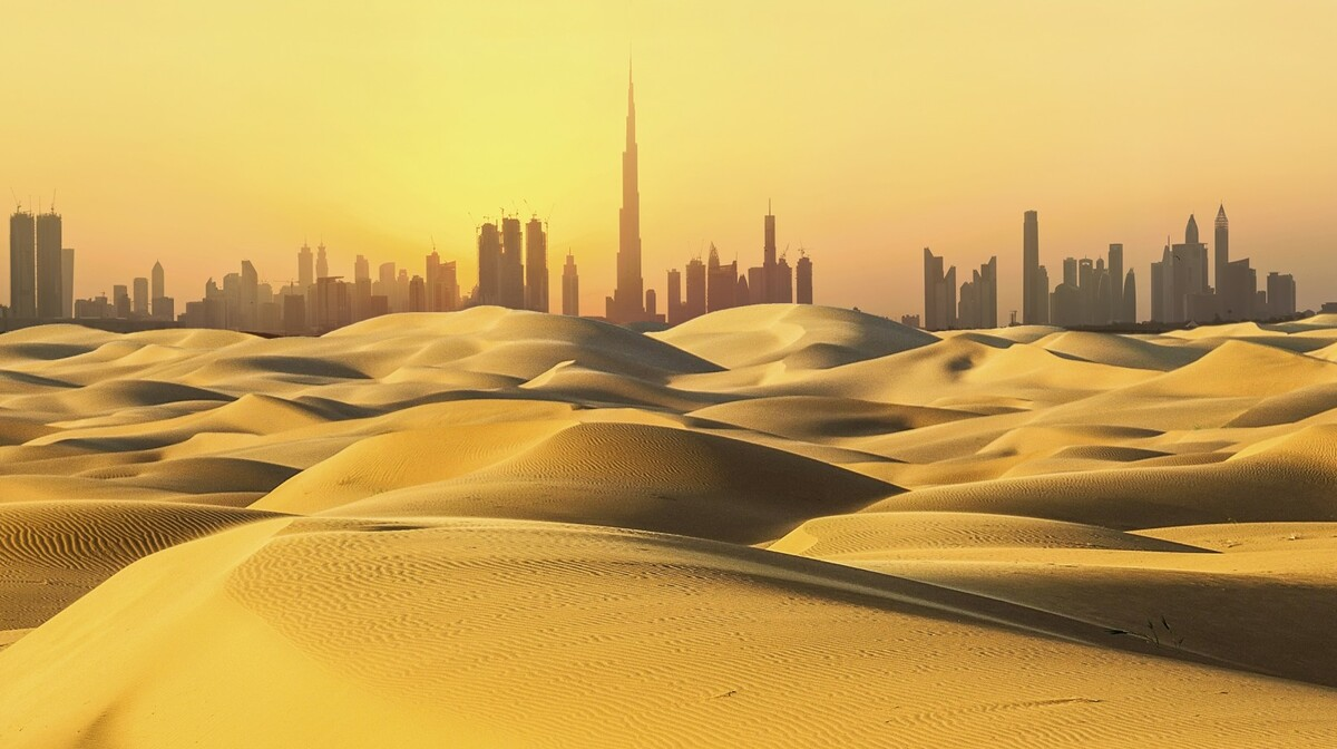 Panorama grada iz pustinje, putovanje u Dubai, Emirati, grupni polasci, daleka putovanja