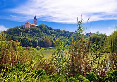 Hrvatska, Slavonija, Ilok, crkva sv.Ivana Kapistrana, grupna putovanja autobusom po Hrvatskoj