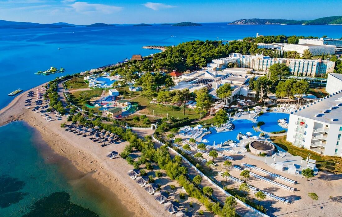 1588587612-Solaris, Hotel Jakov, plaža