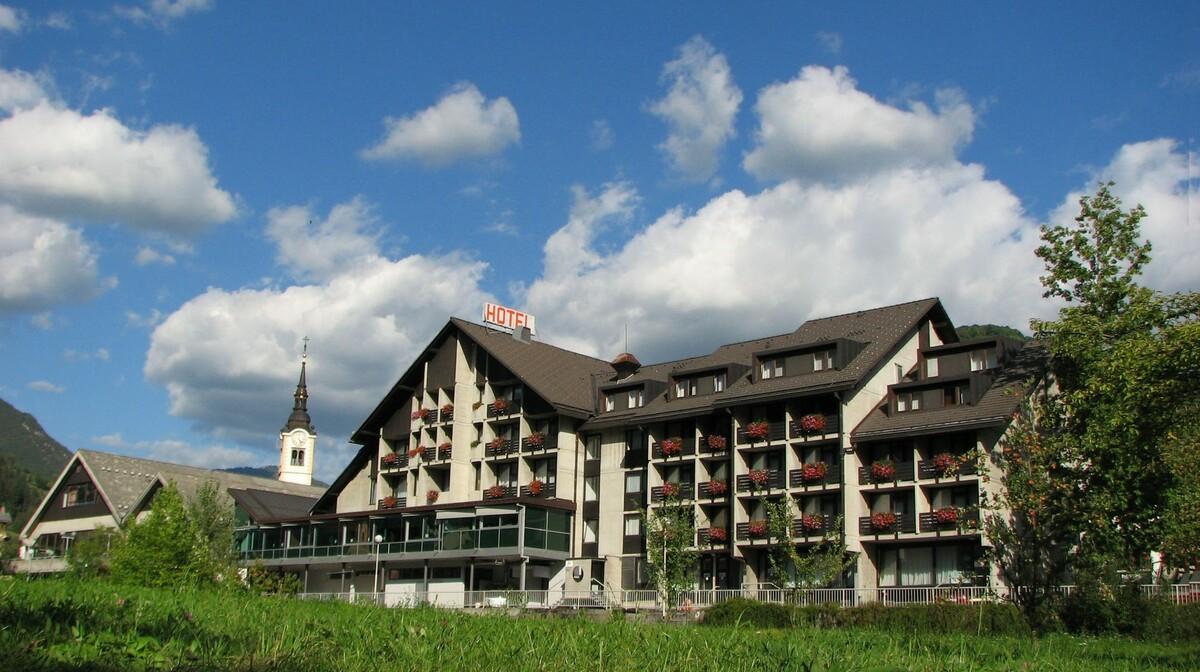 Skijanje i wellness u Sloveniji, Cerkno, Hotel Cerkno, izvana.
