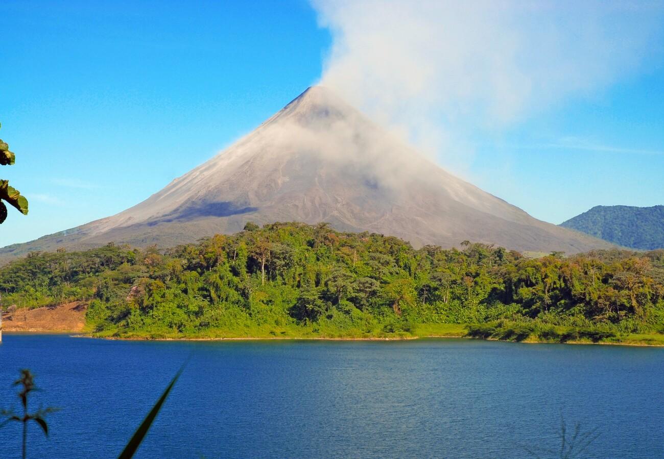 Kostarika, dom mnogobrojnih vulkana, garantirani polasci, putovanja sa pratiteljem, vođene ture
