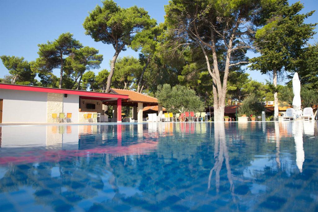 Vanjski bazen u turističkom naselju Mediteransko selo, Biograd na Moru.