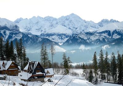 Zakopane najpoznatiji planinski resort u Poljskoj, pogled na Tatre.