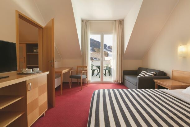 Slovenija, skijanje Kranjska Gora, Ramada Hotel & Suites KG, soba u hotelu sa balkonom
