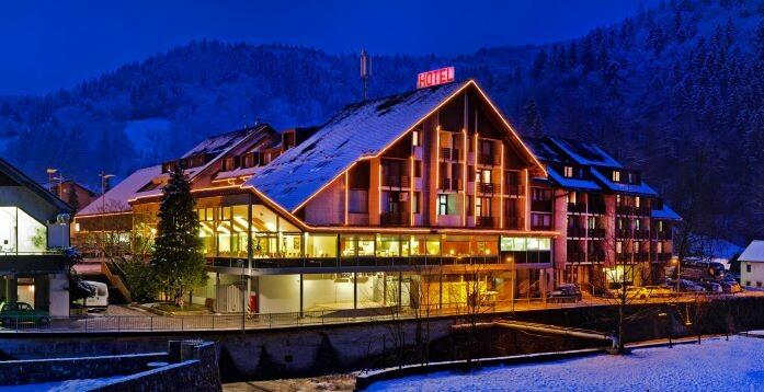 Skijanje i wellness u Sloveniji, Cerkno, Hotel Cerkno, ulaz u hotel.