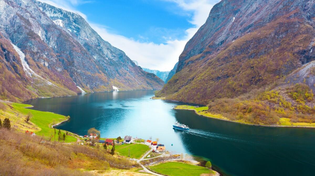 Norveški fjorovi, ljepota prirode, putovanje avionom, krstarenje