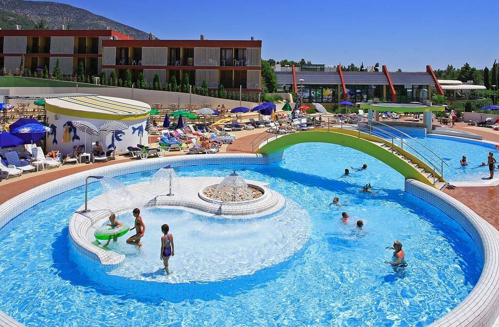 Otok Brač, Bol, Bluesun hotel Bonaca, bazen