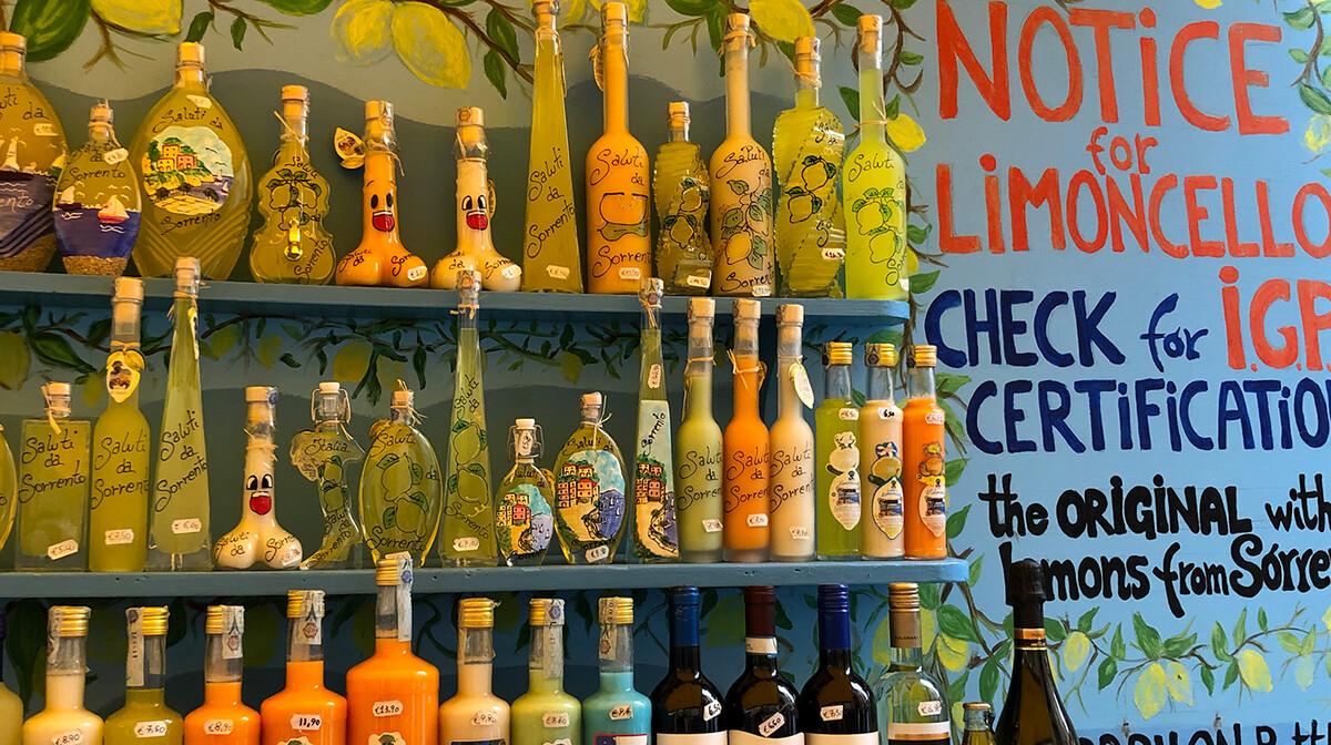 Limoncello je jedan od glavnih suvenira na putovanju Jug Italije, mondotravel.hr