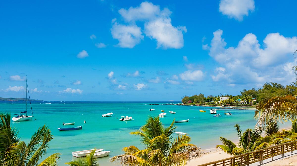 Mauricijus, panorama na nevjerovatnu bijelu plažu,daleko putovanje na Mauricijus