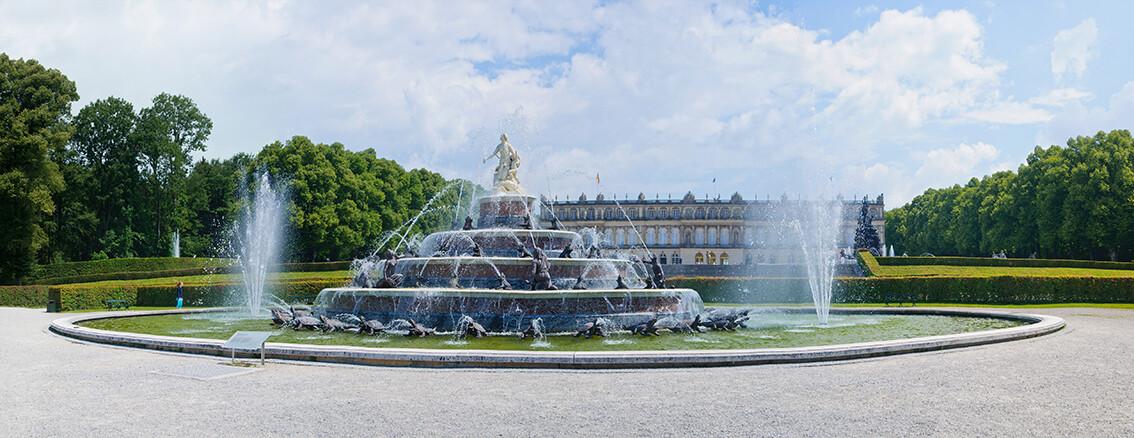 Fontana kralja Ludviga ispred dvorca Herrenchiemsee, putovanje Dvorci Bavarske