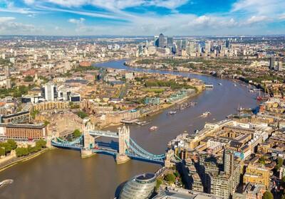 London panorama sa pogledom na Themsu i Tower bridge na putovanju u London