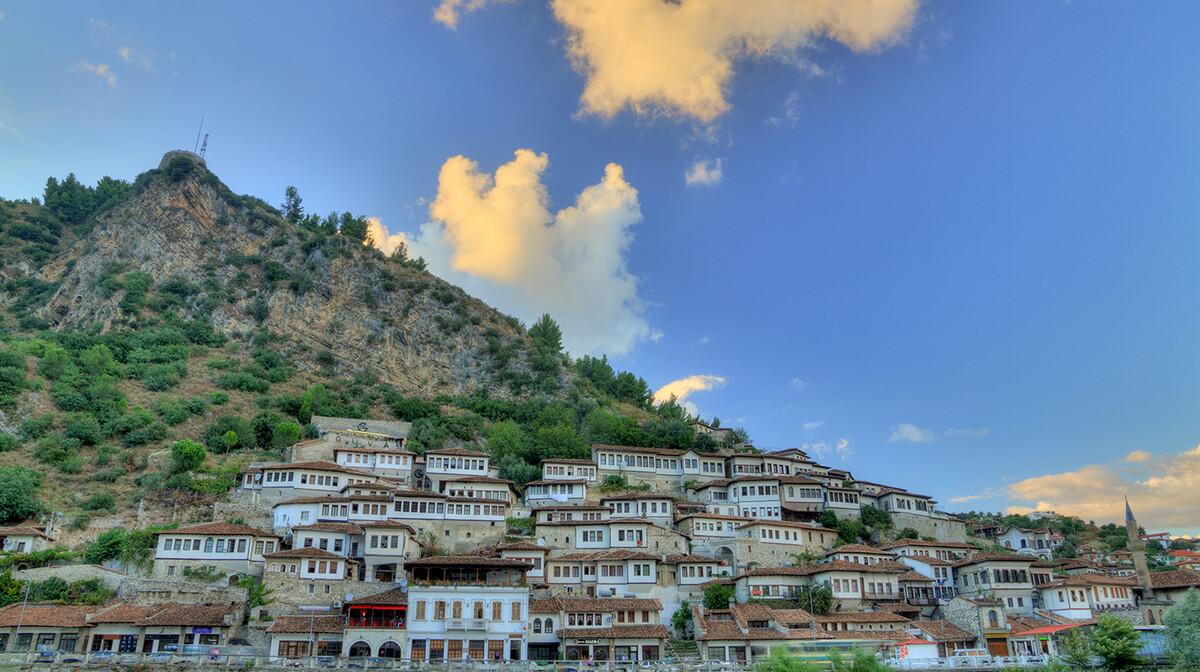 Albanija, Berat-albanski