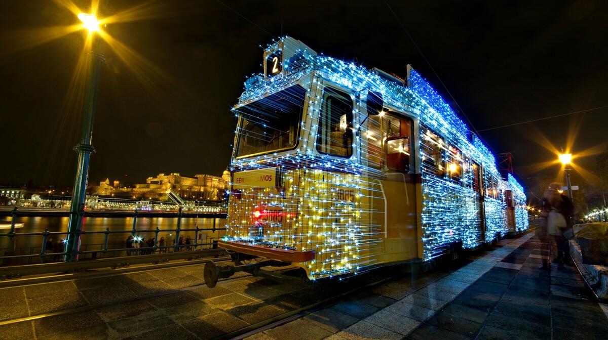 Okićeni tramvaj u Budimpešti