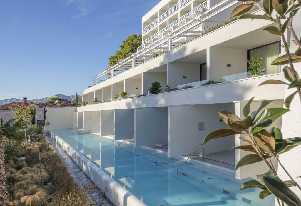Privatni bazen u luksuznim sobama Berulia beach hotela, modno travel