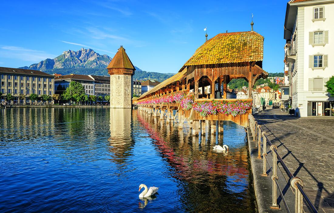Kapellbrucke je simbol Luzerna, putovanje Švicarska, putovanje autobusom, mondo travel