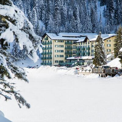 Skijanje u Italiji, skijalište Cortina d'Ampezzo, Grand hotel Misurina, pogled izvana