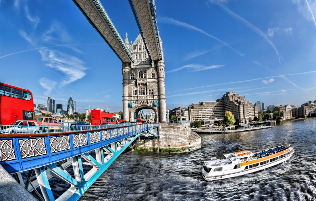Tower bridge i rijeka Themsa na putovanju London avionom