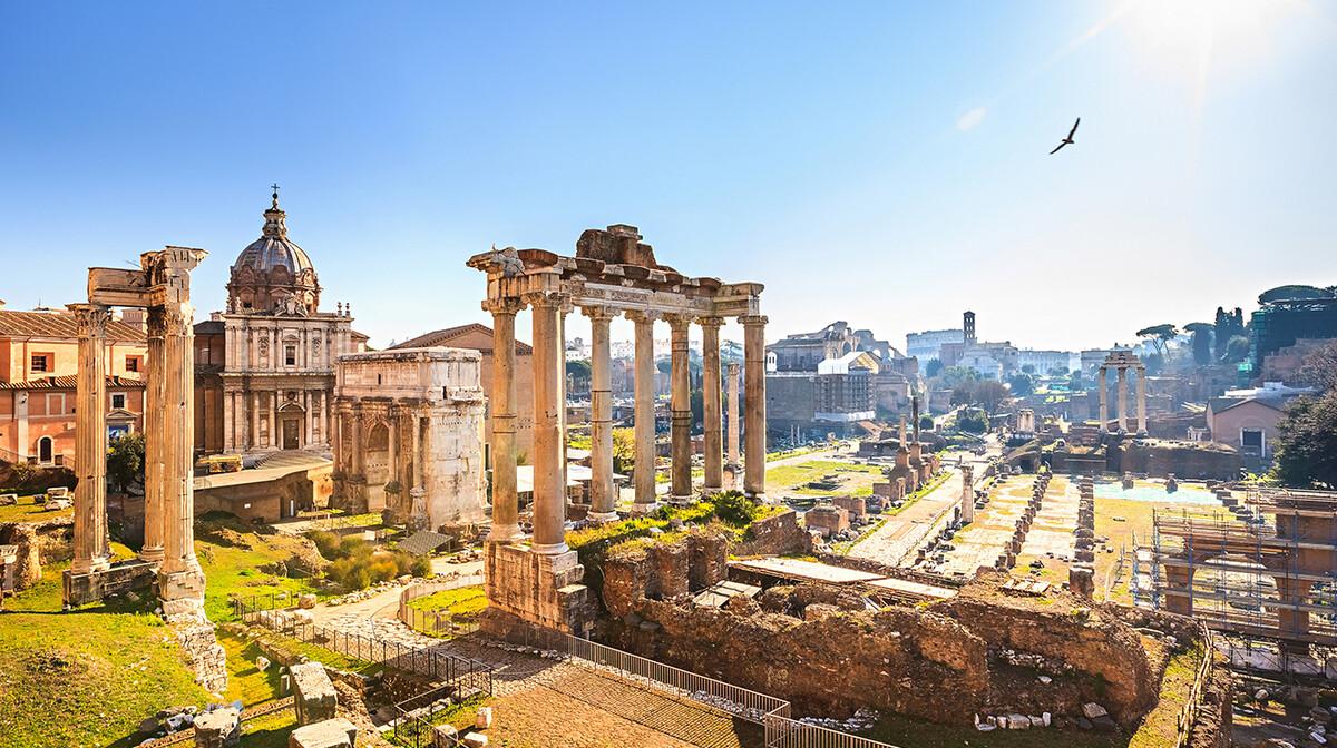 Rimski forum na putovanju u Rim