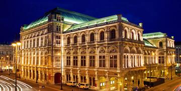 Osvjetljena zgrada Opere, putovanje u Beč autobusom