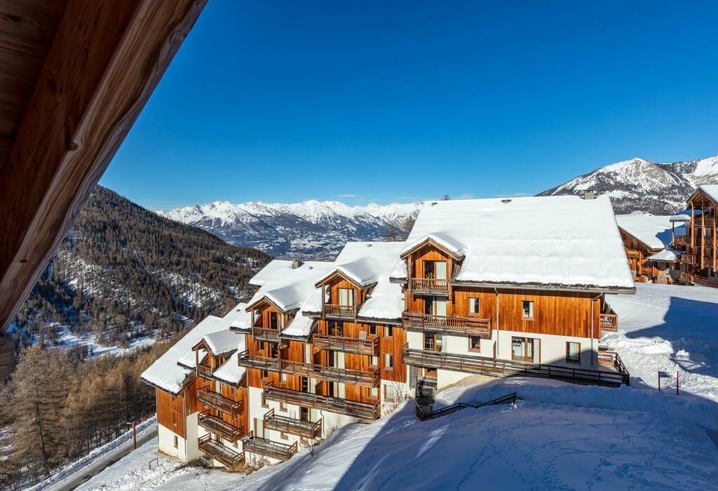 Skijanje u Francuskoj, Les Orres, Les Chalets de Bois Mean, izvana.