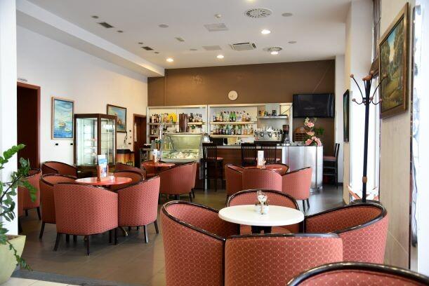 Lovran, Hotel Lovran, bar