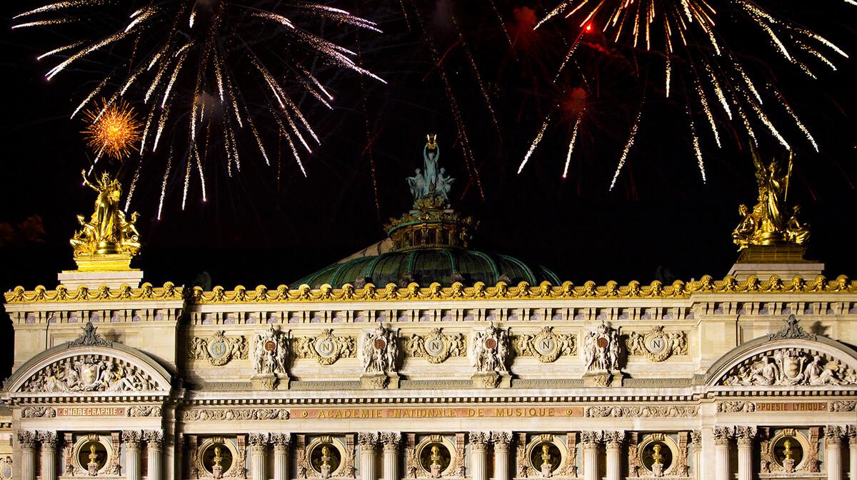 Vatromet iznad zgrade Opere, Nova godina u Parizu
