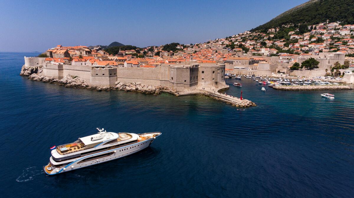 Krstarenje Jadranon luksuznim brodom Freedom u Dubrovniku