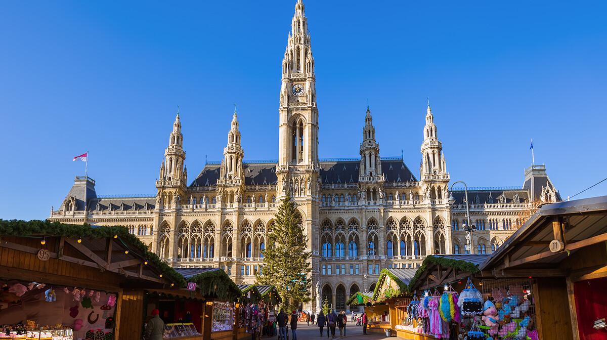 Božični sajam ispred vijećnice, putovanje Advent u Beču, garantirani polazak