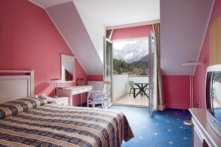 Slovenija, Skijanje i wellness Slovenija, Ramada Hotel, soba sa bračnim krevetom i balkonom