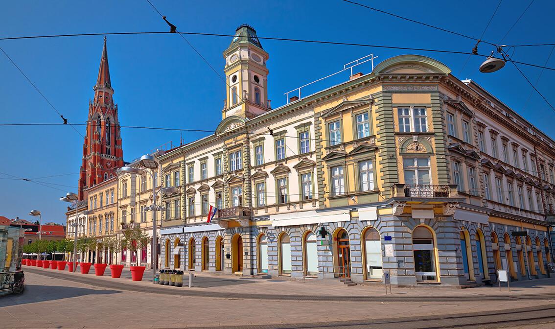 Hrvatska, Slavonija, Osijek,glavni Osječki trg, putovanje autobusom po Hrvatskoj, grupni polasci