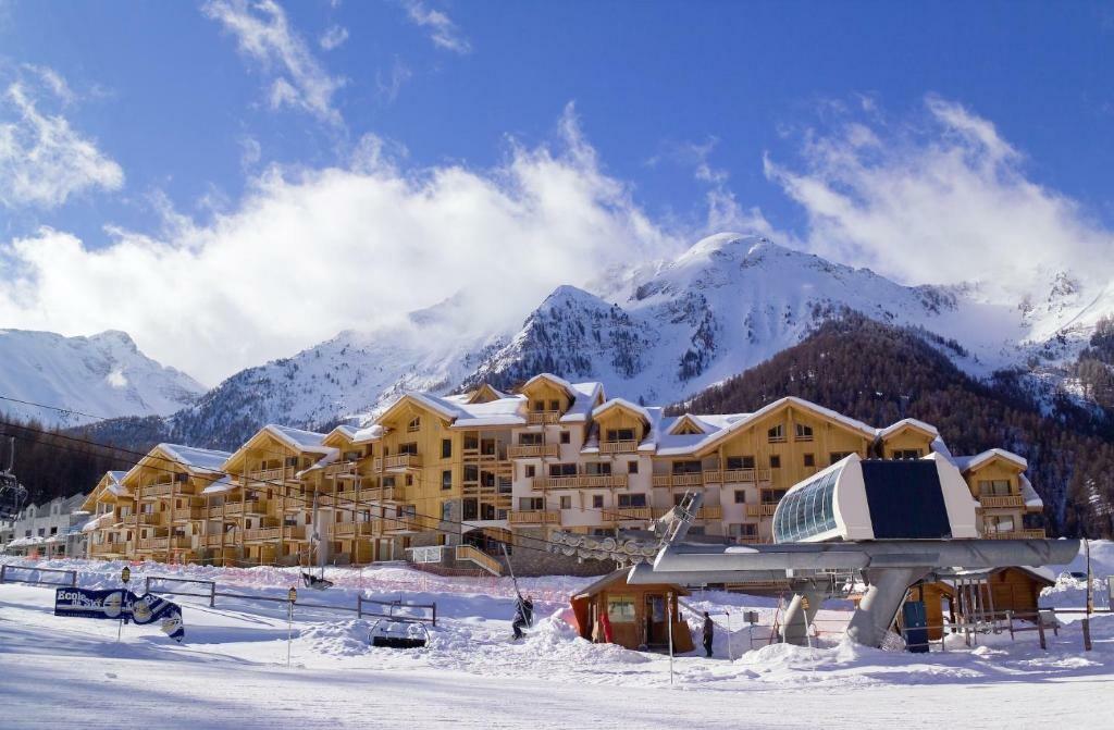 Skijanje, Francuska, Les Orres, Apartmani Le Parc des Airelles, izvana.